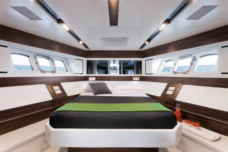 Absolute 70 Sport Yacht (2010)