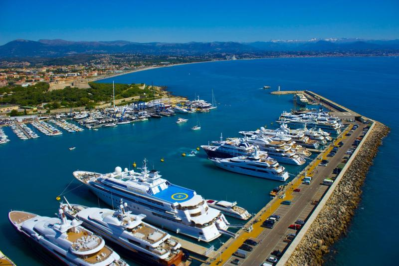 Billionaires' Quay — Antibes, France