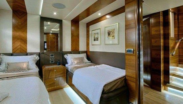 Majesty Yachts 105 (2013)