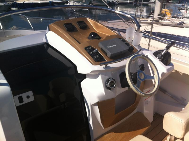 Sessa Marine Key Largo 27 (2011)