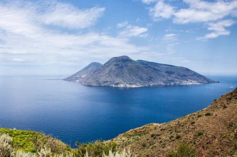 Charter a Yacht for Sicily and Aeolian Islands