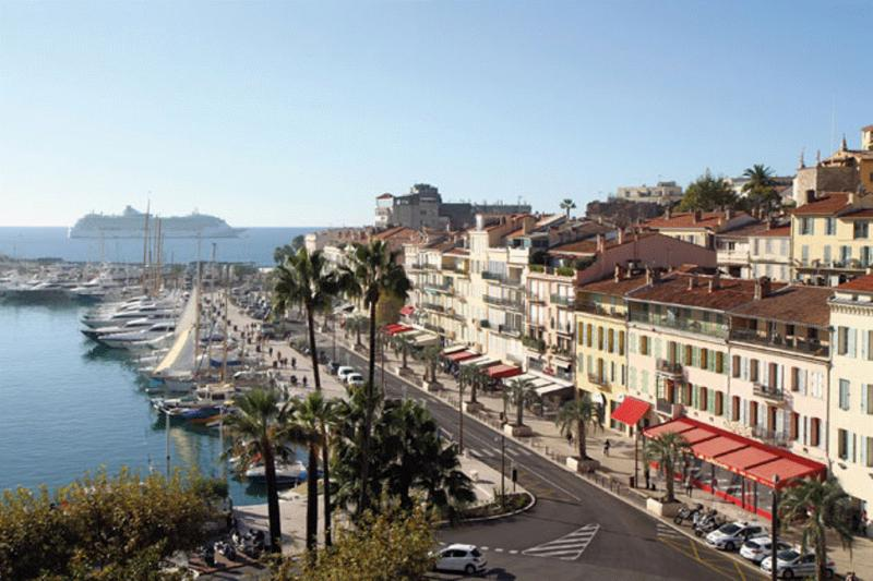 Luxury Yacht Charter in Cannes