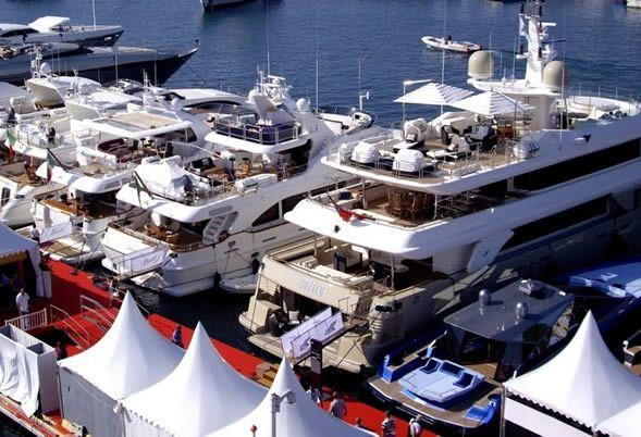 Charter a yacht in Cannes and the French Riviera
