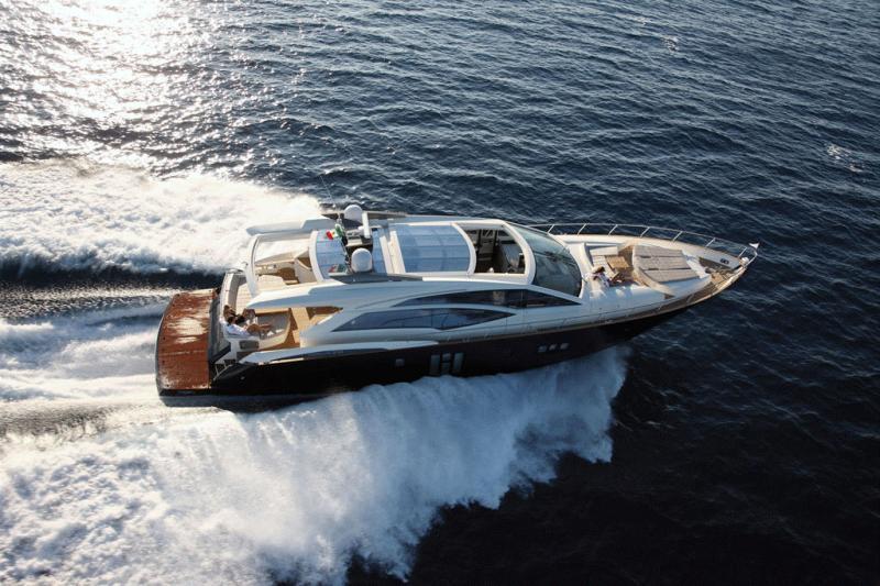 Notre équipe est à votre écoute pour organiser votre charter ou votre événement à bord d'un de nos yachts au charter