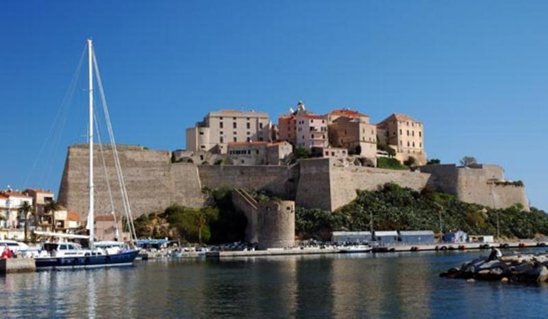 Louer un yacht pour la Corse avec Yachts Invest - Location bateau Corse