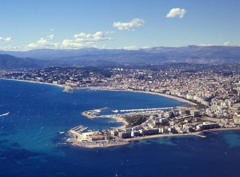 Event Yacht Charters: Red Bull Air Race in Cannes in April 2018