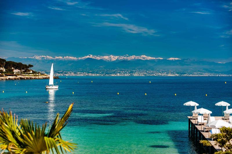 Day-Charters on the Cote d'Azur – Plan a Day-Boat Trip to our Famous Beach Clubs