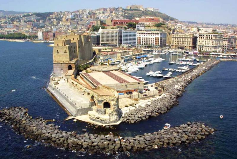Louer un yacht pour le Golfe de Naples