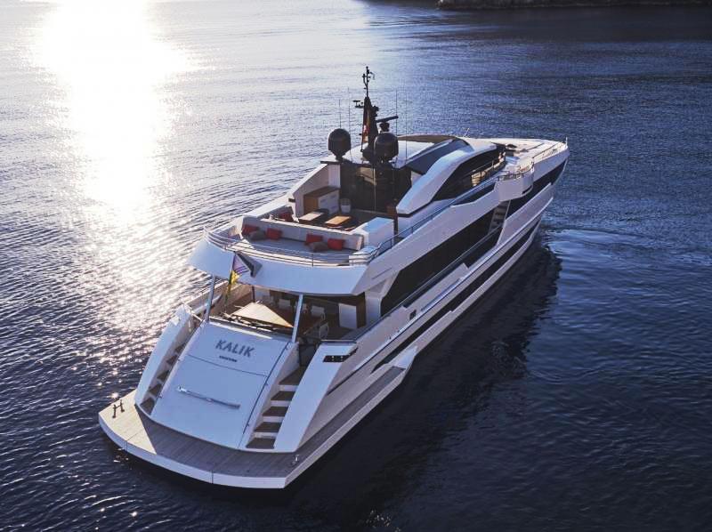 Суперяхта Astondoa 110 Century готовится к спуску на воду и находится в продаже