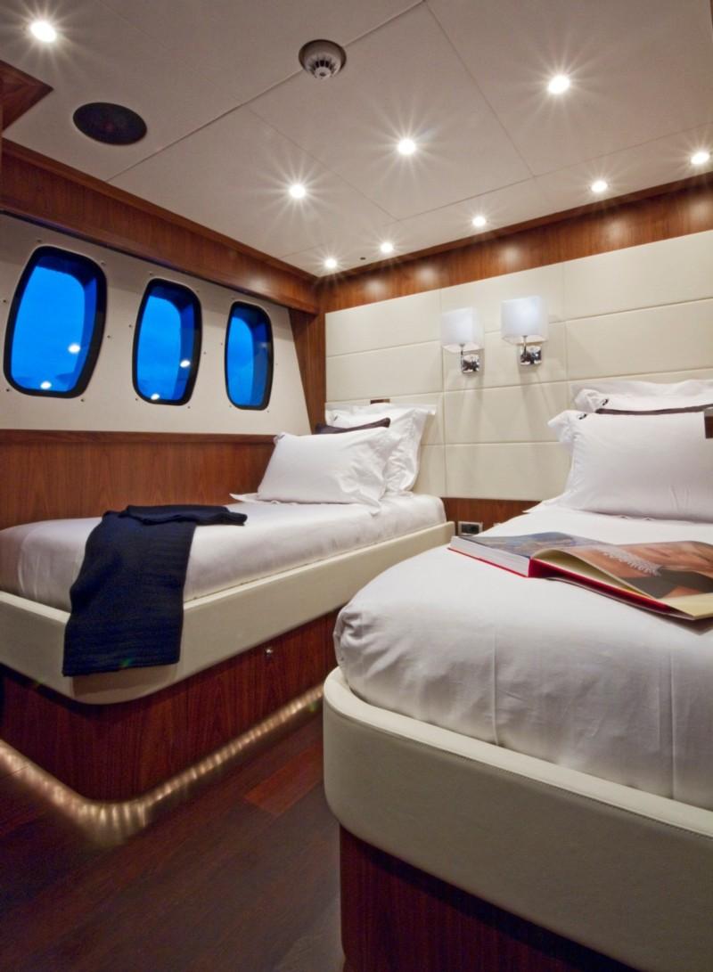 Sunseeker 34 Metre Yacht (2010)