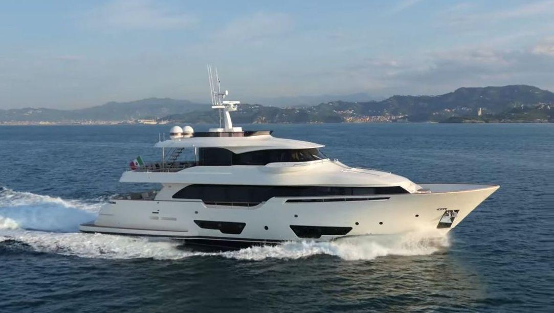Ferretti Custom Line Navetta 28 (2017)