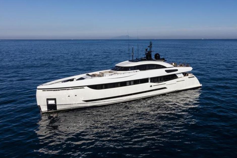 Columbus Yachts 40S Hybrid (2015)