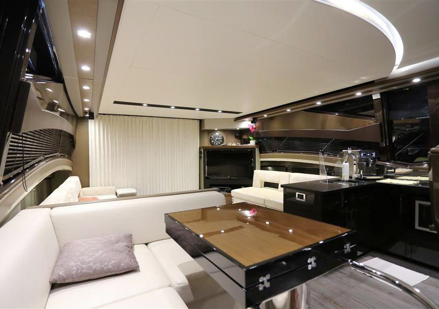 Marquis 630 Sport Yacht (2013)
