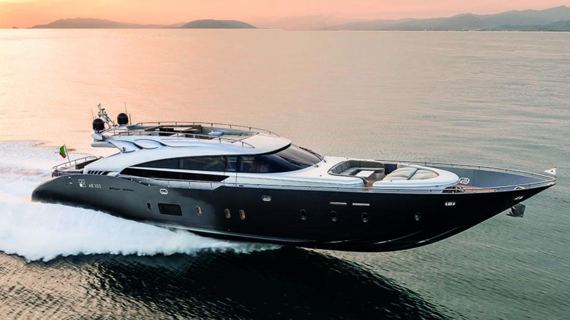 AB Yachts 100 (2017)